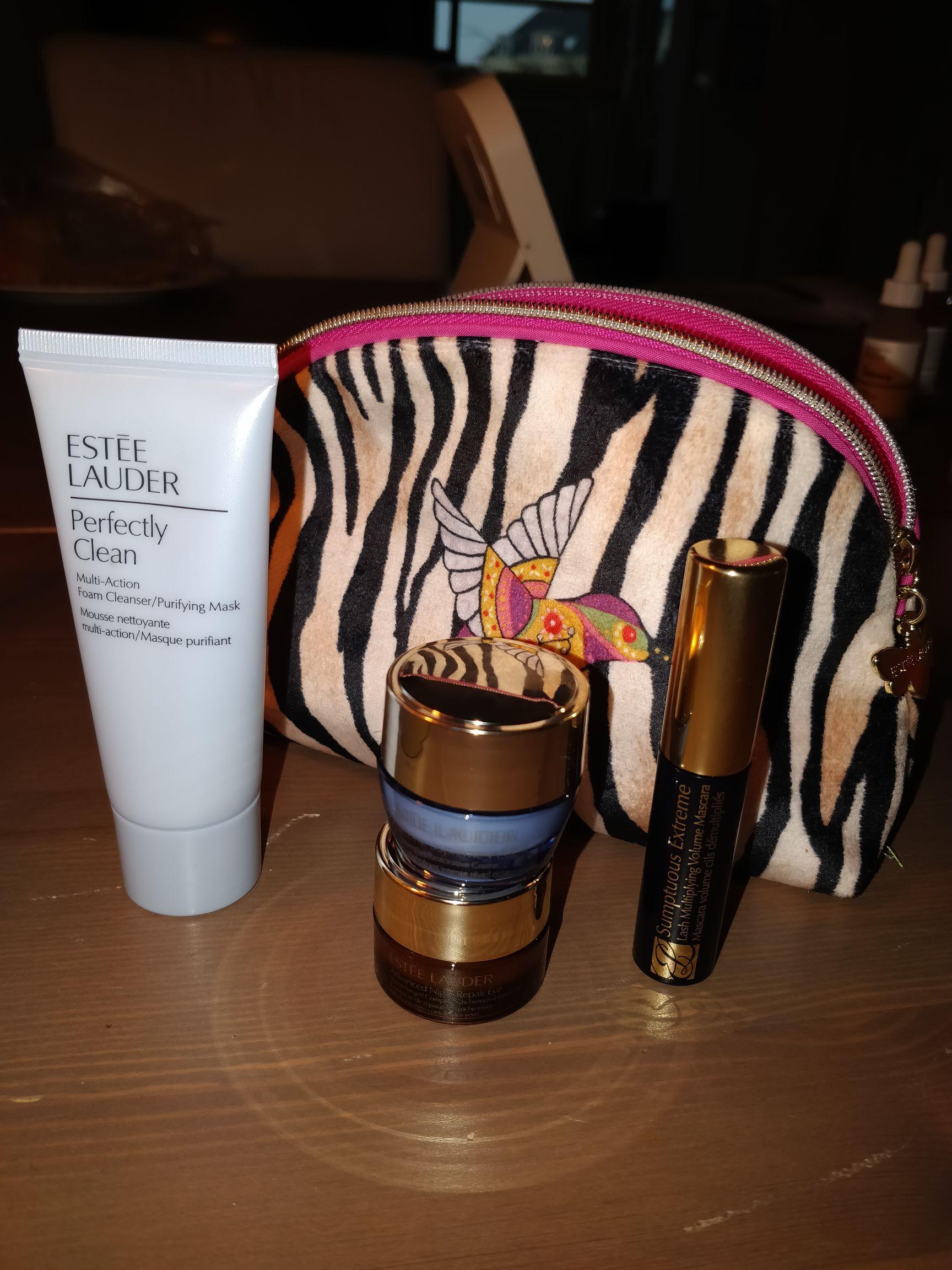 Gratis Estee Lauder pouch+4 travel size producten vanaf 30 euro in app (op alles?)