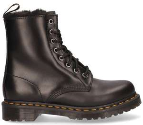 20 euro extra korting op schoenen (Dr Martens) boven de 100 euro! Al vanaf 99 euro