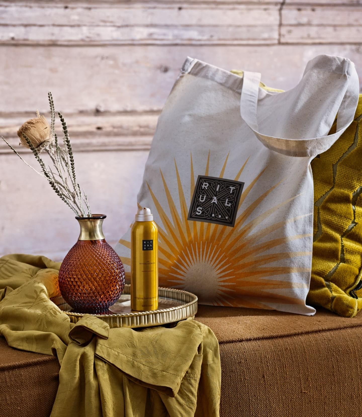 RITUALS: bij besteding van 45 euro een exclusieve canvas tas en foaming showergel cadeau