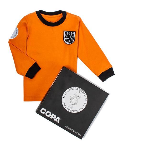 """COPA Holland """"My First Football Shirt"""" voor €8 @ Front Runner"""