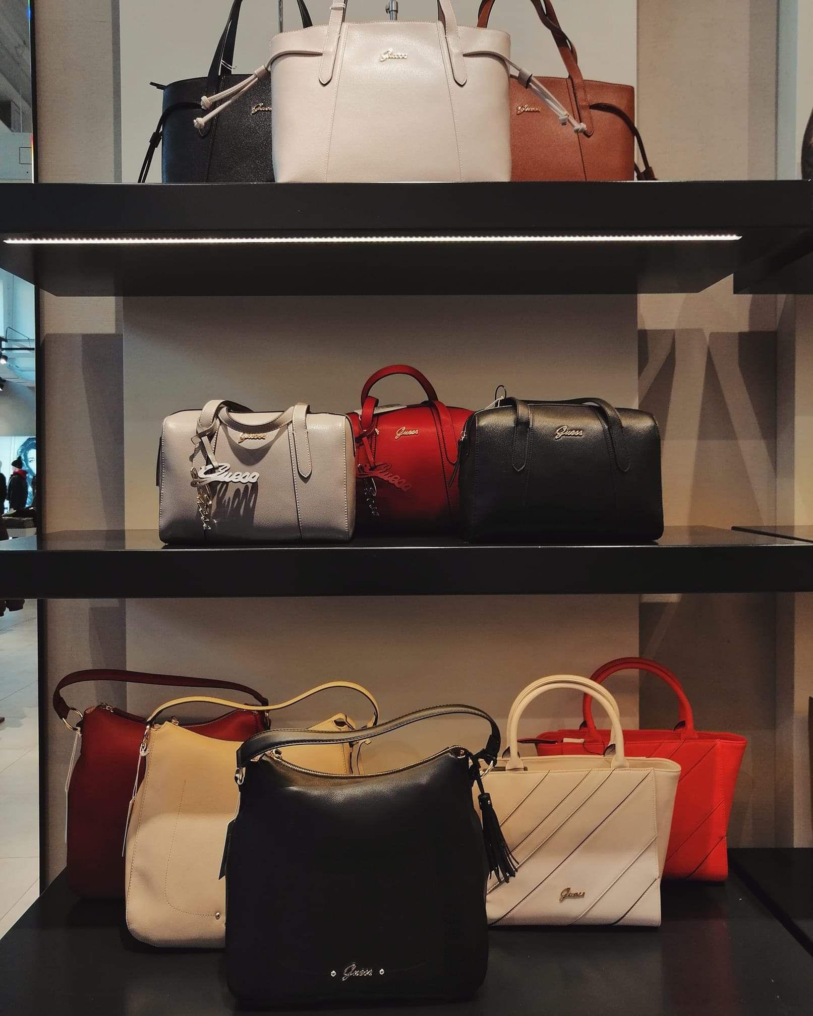 Guess tassen voor maar €25,90 (Guess outlet Roosendaal (Rosada))